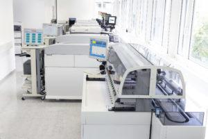 """Labor Tirol Leistungen Blutabnahme aus der Vene sowie Fingerbeere Blutzuckerbelastungstest Kontrollambulanz für Patienten mit """"blutverdünnenden"""" Medikamenten wie Sintrom/Marcoumar"""